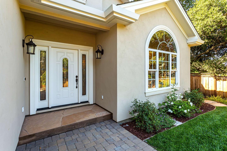1916 Hull Avenue Redwood City, CA 94061