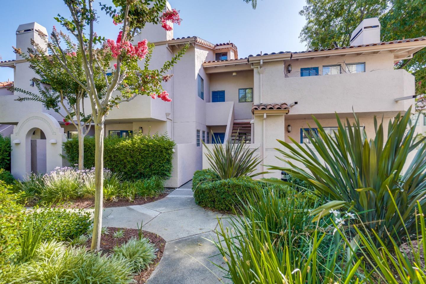 Detail Gallery Image 1 of 1 For 10169 Danube Dr, Cupertino, CA 95014 - 1 Beds | 1 Baths