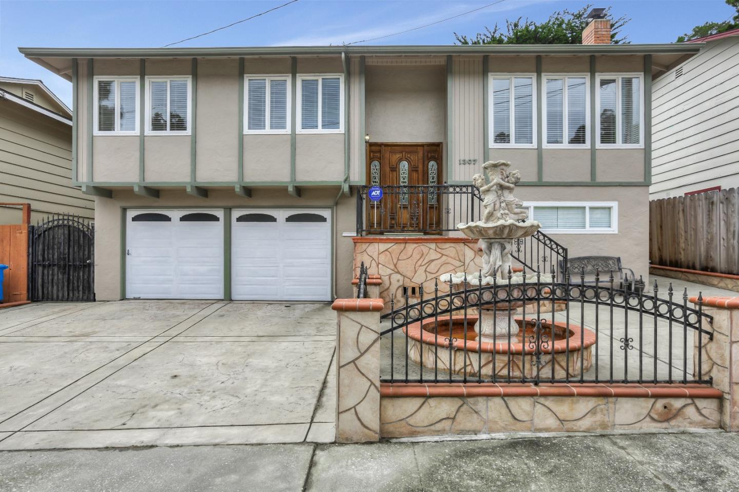 Detail Gallery Image 1 of 1 For 1307 Poplar Ave, Pacifica, CA 94044 - 3 Beds | 2 Baths