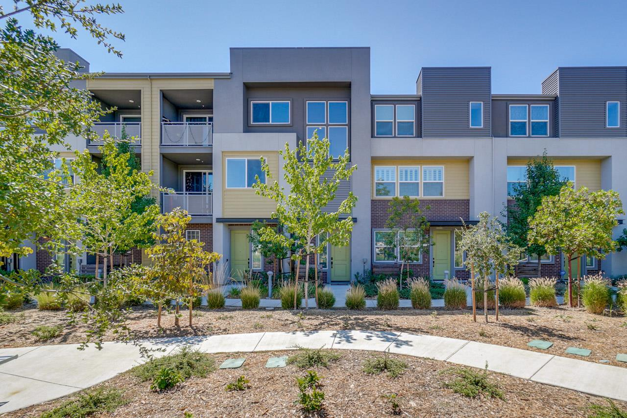Detail Gallery Image 1 of 1 For 1873 Midnight Cir, San Jose,  CA 95133 - 2 Beds | 2 Baths