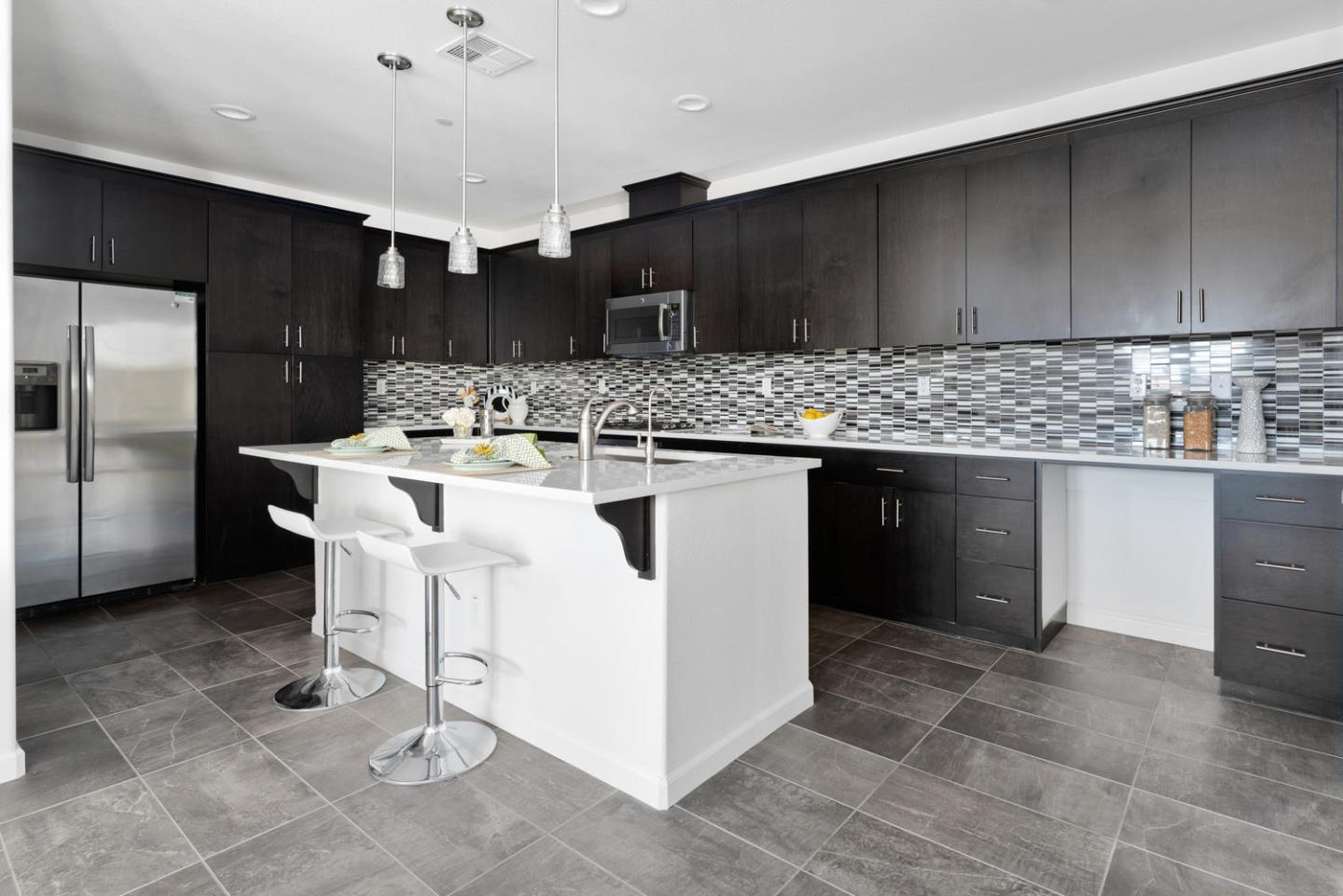 Detail Gallery Image 1 of 1 For 402 Expedition Ln, Milpitas, CA 95035 - 2 Beds | 2/1 Baths