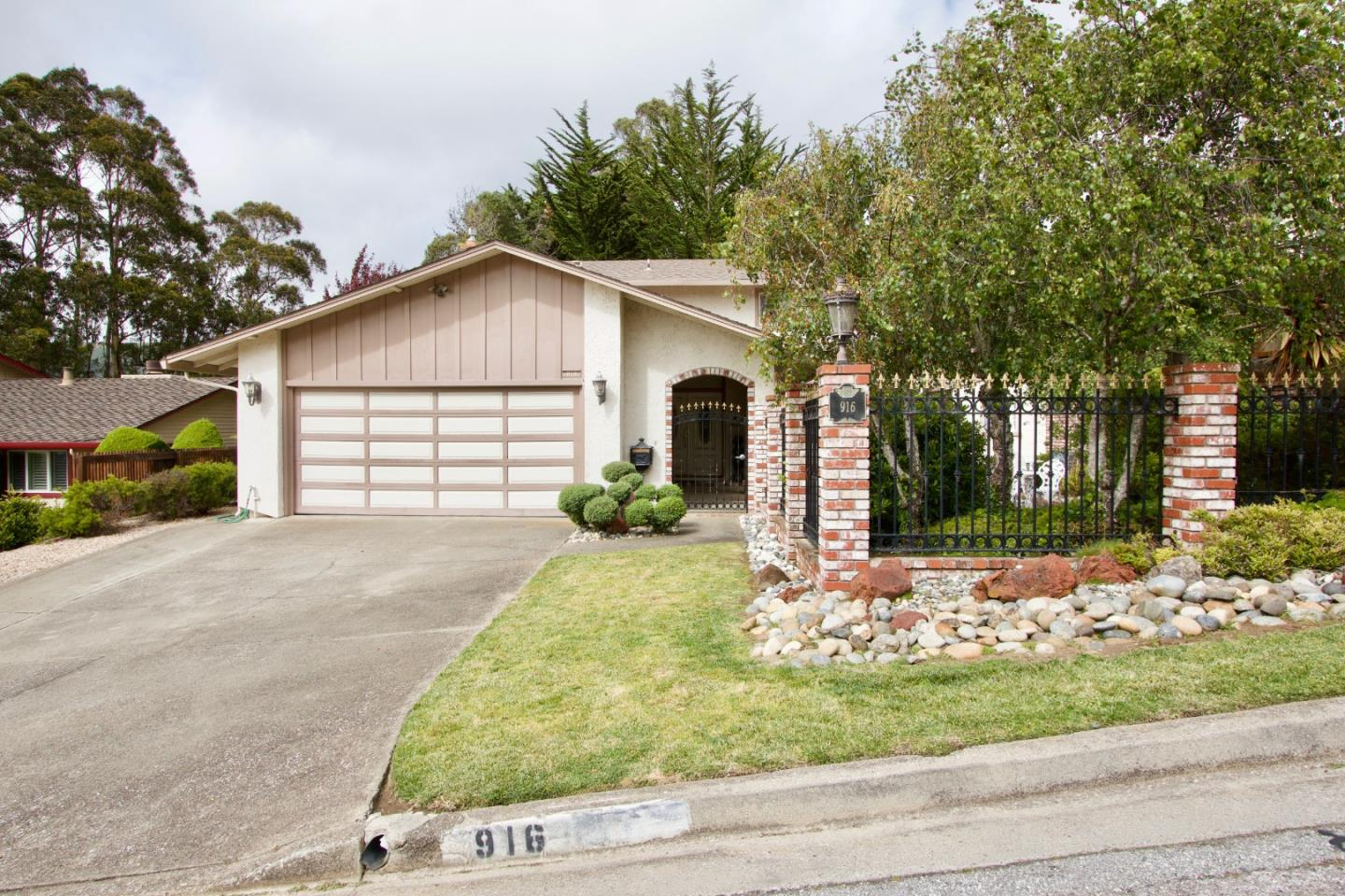 Detail Gallery Image 1 of 7 For 916 Park Pacifica Ave, Pacifica, CA 94044 - 4 Beds | 2/1 Baths