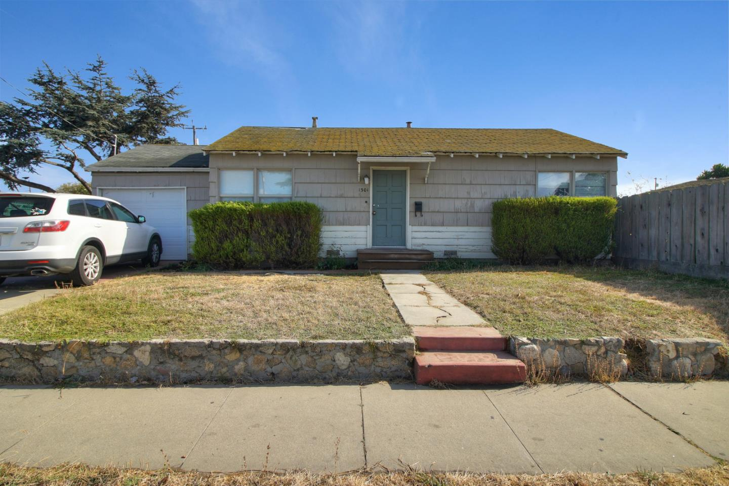 Detail Gallery Image 1 of 1 For 1301 E Laurel Dr, Salinas,  CA 93905 - 2 Beds | 1 Baths