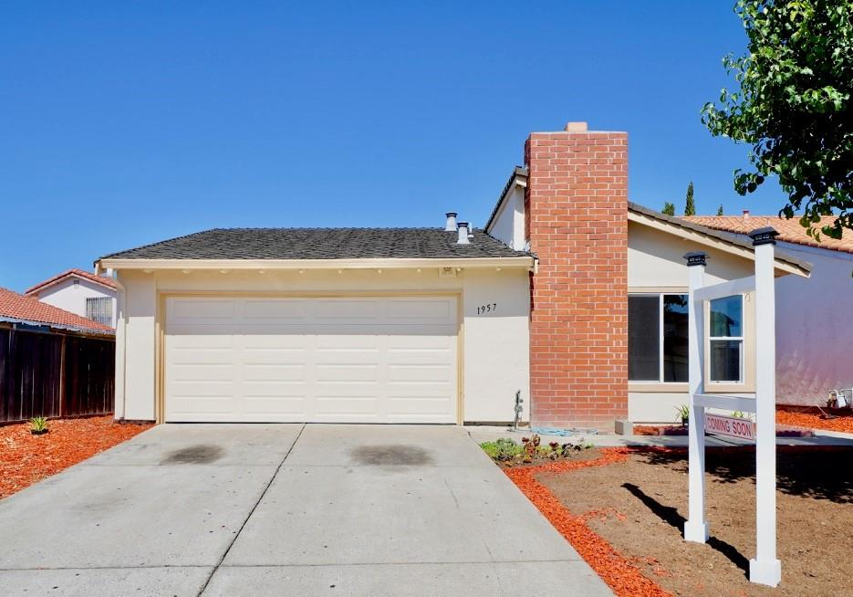 Detail Gallery Image 1 of 1 For 1957 Edgeview Dr, San Jose, CA 95122 - 3 Beds | 2 Baths