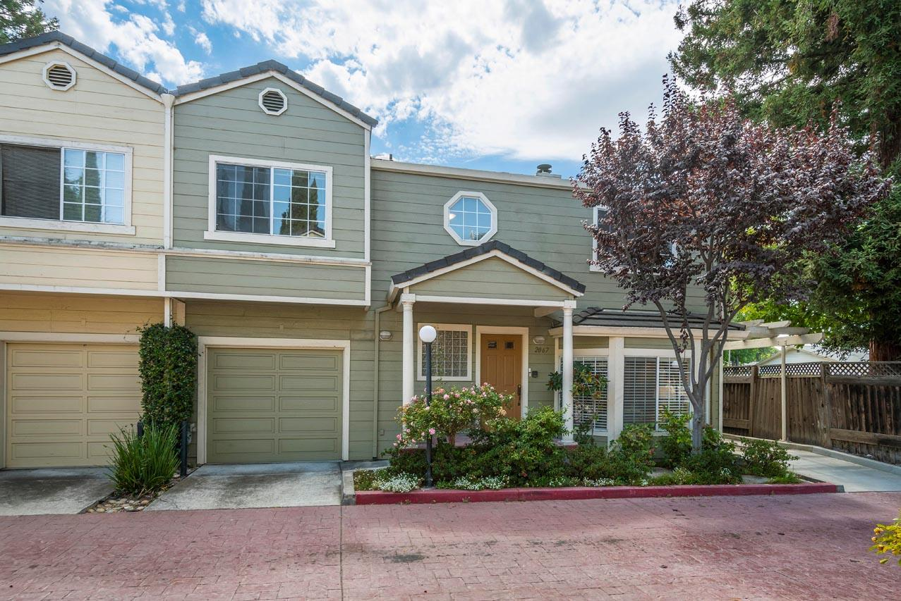 Detail Gallery Image 1 of 1 For 2067 Rialto Ct, Mountain View, CA 94043 - 3 Beds | 2/1 Baths