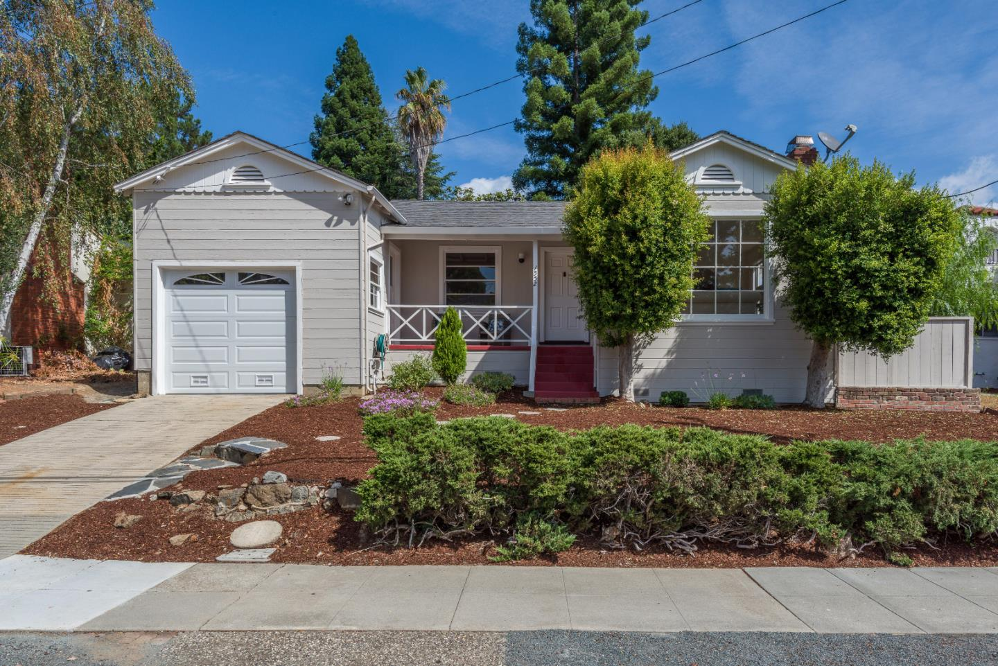 Detail Gallery Image 1 of 1 For 1552 Magnolia Ave, San Carlos, CA 94070 - 2 Beds | 1 Baths