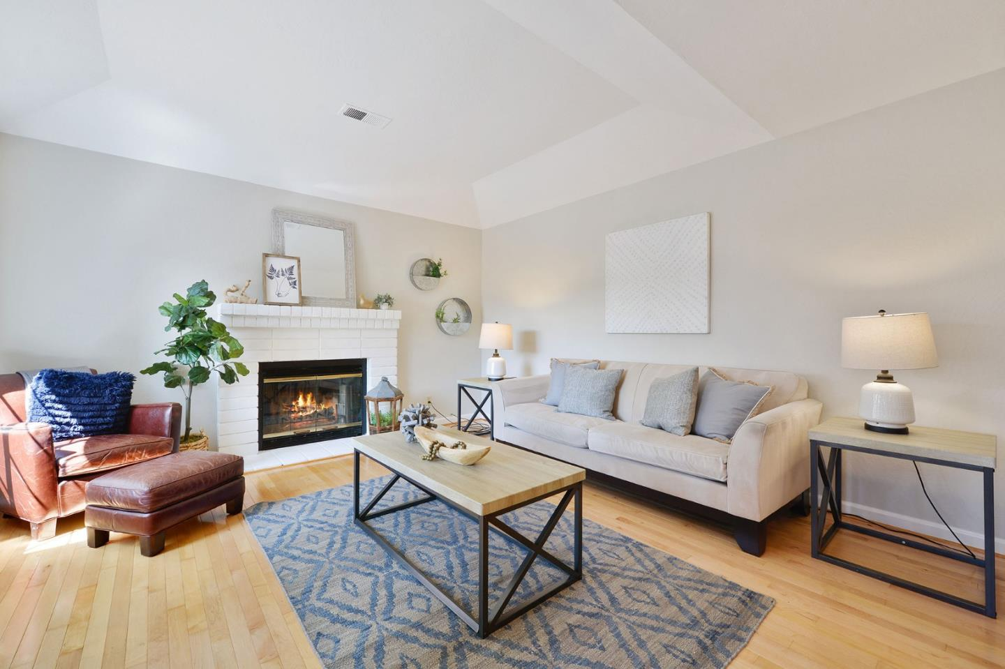 Detail Gallery Image 1 of 1 For 1381 Oak Ave, Redwood City, CA 94061 - 3 Beds | 2/1 Baths