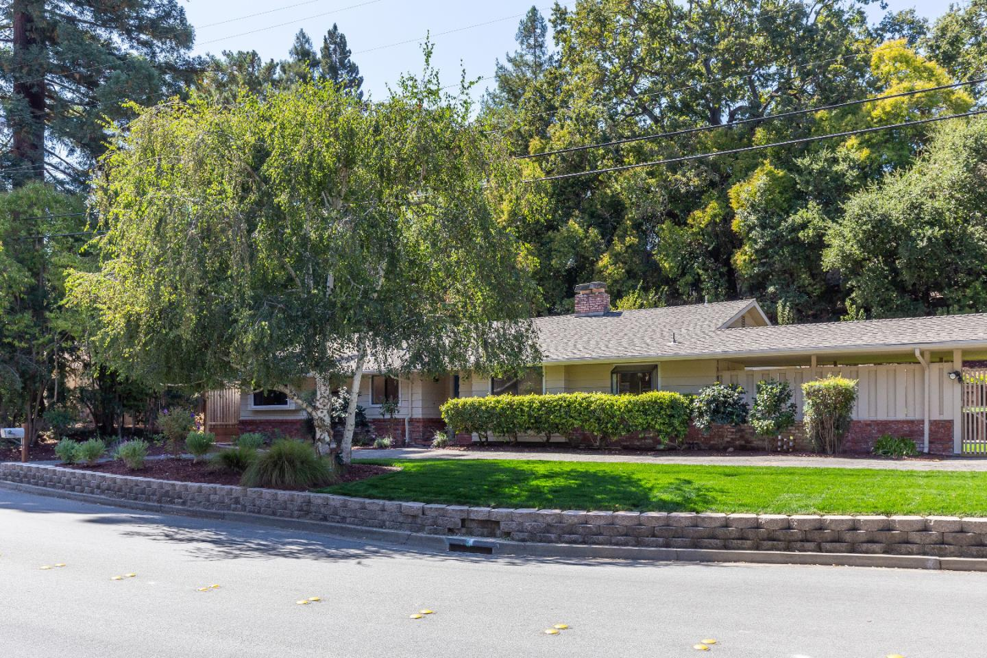 Detail Gallery Image 1 of 21 For 521 La Mesa Dr, Portola Valley, CA 94028 - 4 Beds | 2 Baths