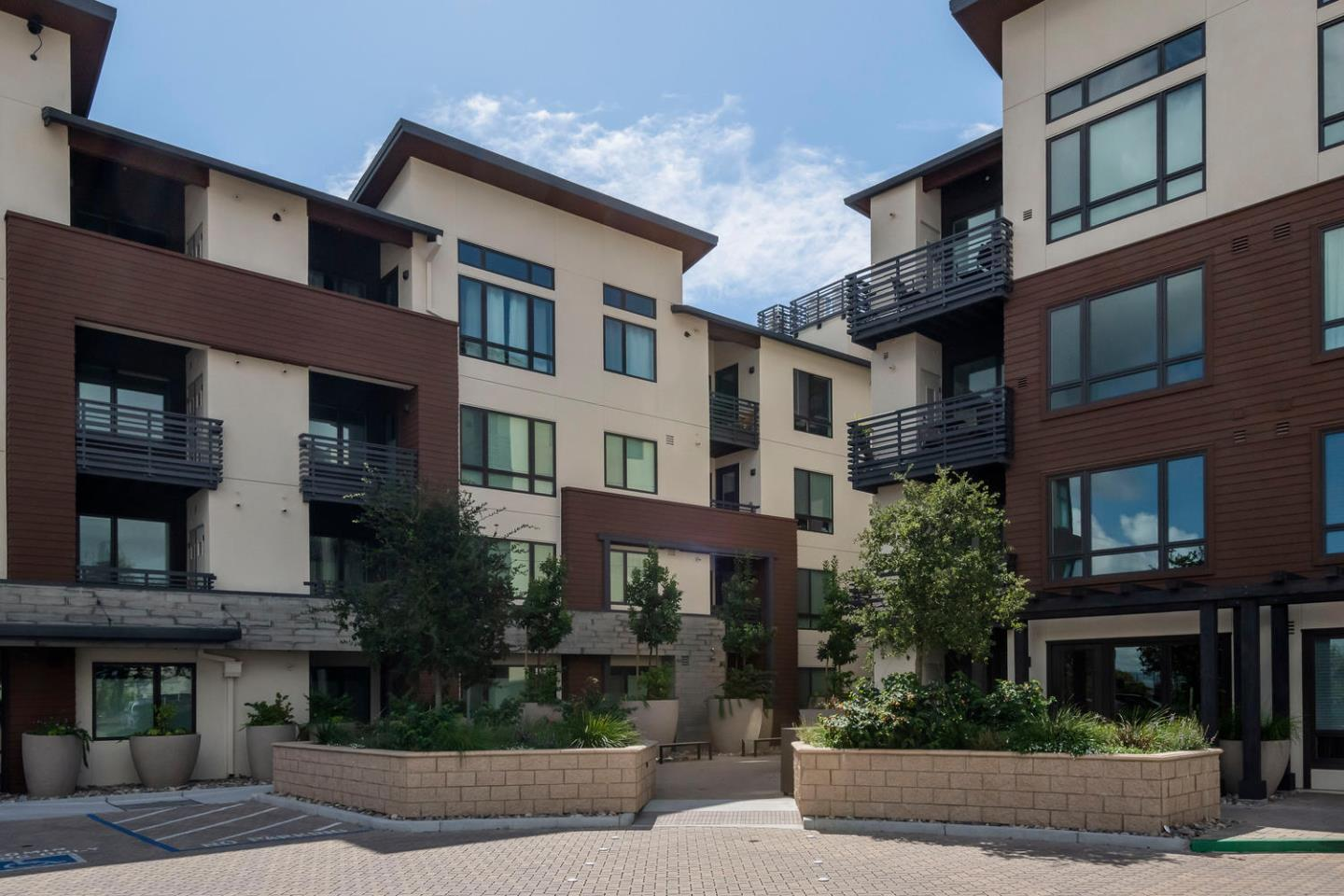 Detail Gallery Image 1 of 1 For 400 El Camino Real #204,  Belmont,  CA 94002 - 1 Beds | 1 Baths