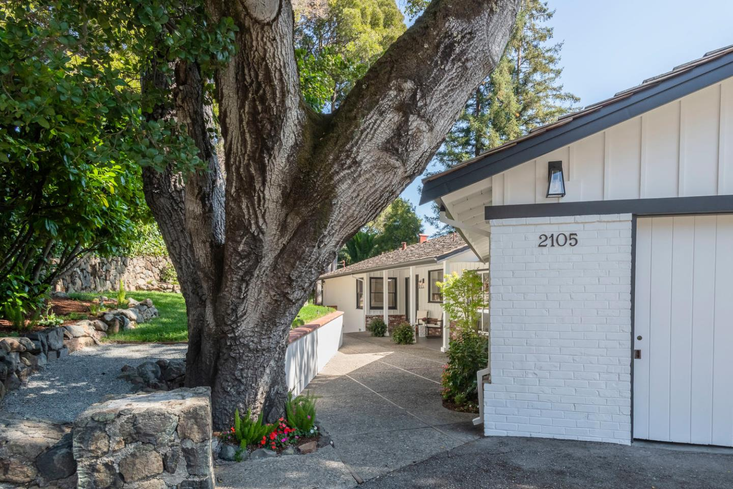 Detail Gallery Image 1 of 1 For 2105 Summit Dr, Burlingame, CA 94010 - 3 Beds | 2/1 Baths
