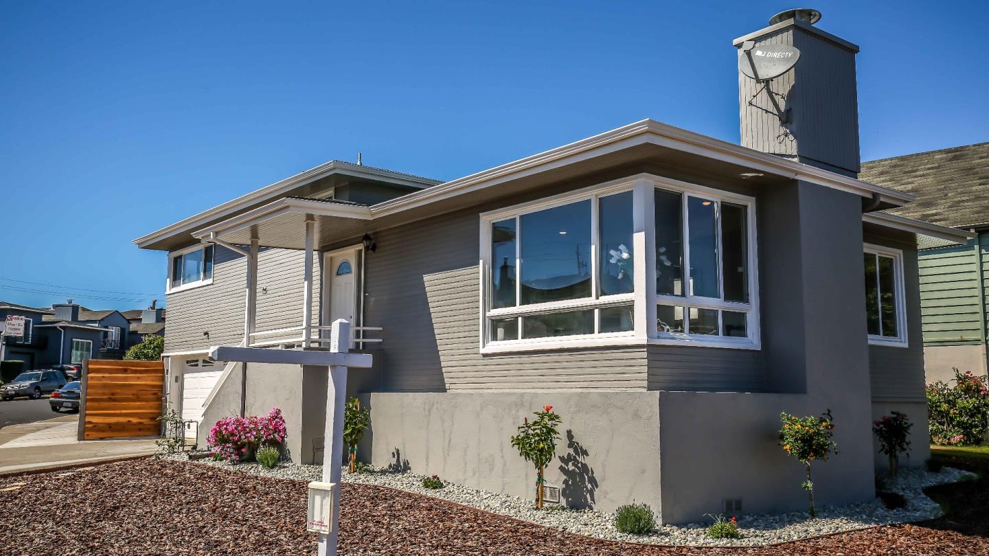 WEST LAKE Beauty!! 3 beds & 2.5 baths approx 1,400 sq ft on 5000 sq ft Lot. Large yard and corner lot. New landscape, paint, stainless steel kitchen appliances (inc stove, fridge, microwave).