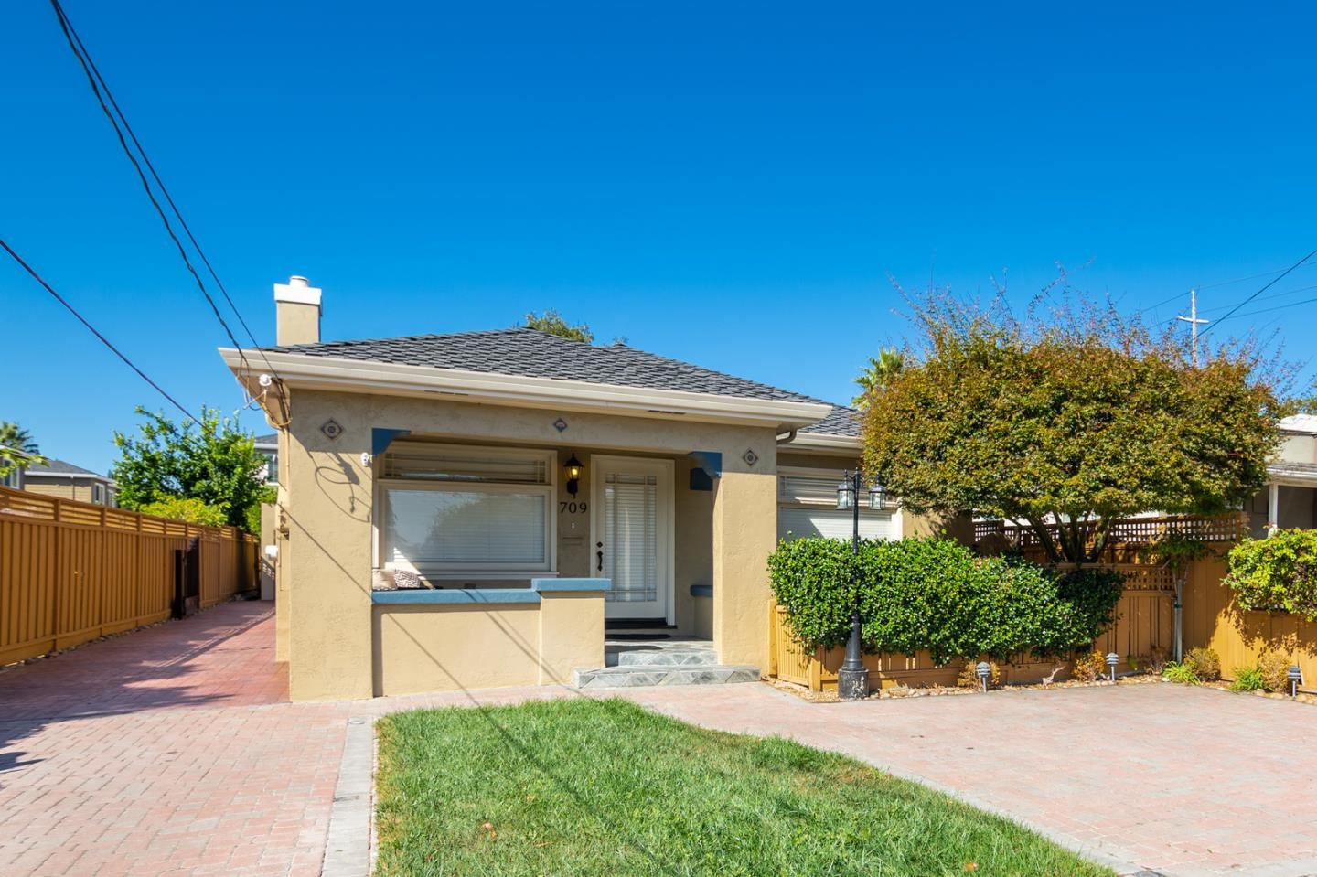 Detail Gallery Image 1 of 1 For 709 Race St, San Jose,  CA 95126 - 3 Beds | 1 Baths