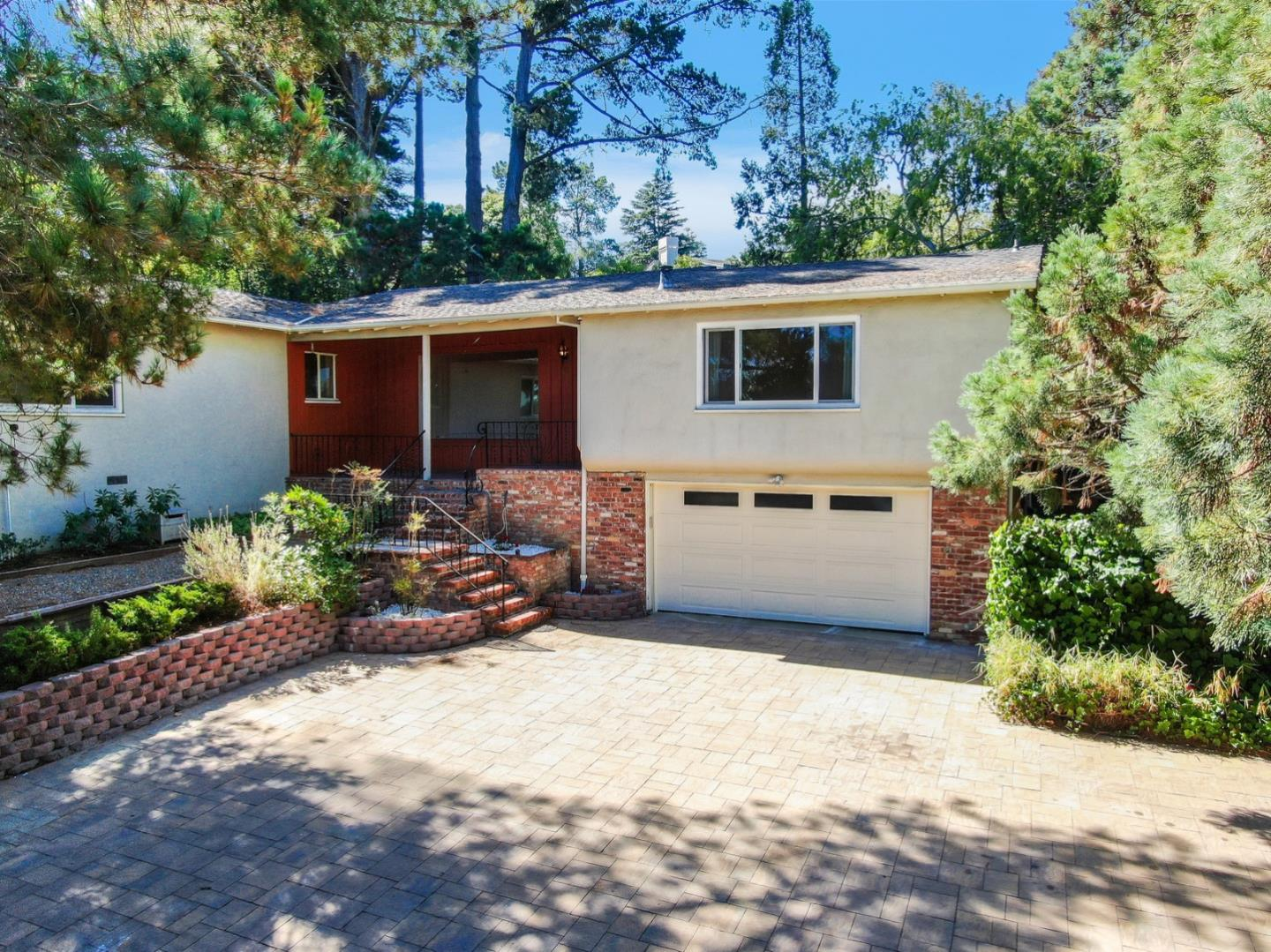 Detail Gallery Image 1 of 1 For 940 Black Mountain Rd, Hillsborough, CA 94010 - 3 Beds | 2 Baths
