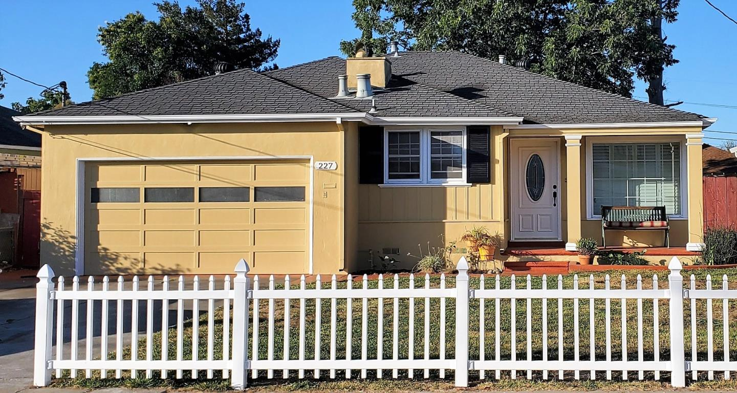 Detail Gallery Image 1 of 1 For 227 Wisteria Dr, East Palo Alto,  CA 94303 - 3 Beds | 2 Baths