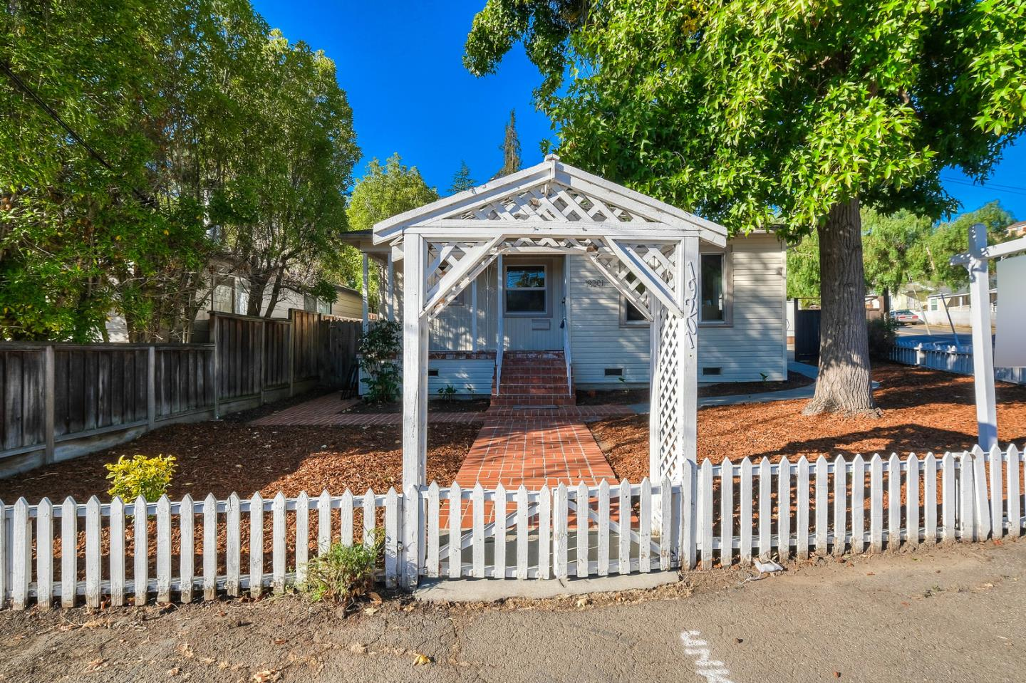 Detail Gallery Image 1 of 1 For 19201 Stanton Ave, Castro Valley, CA 94546 - 4 Beds | 2 Baths