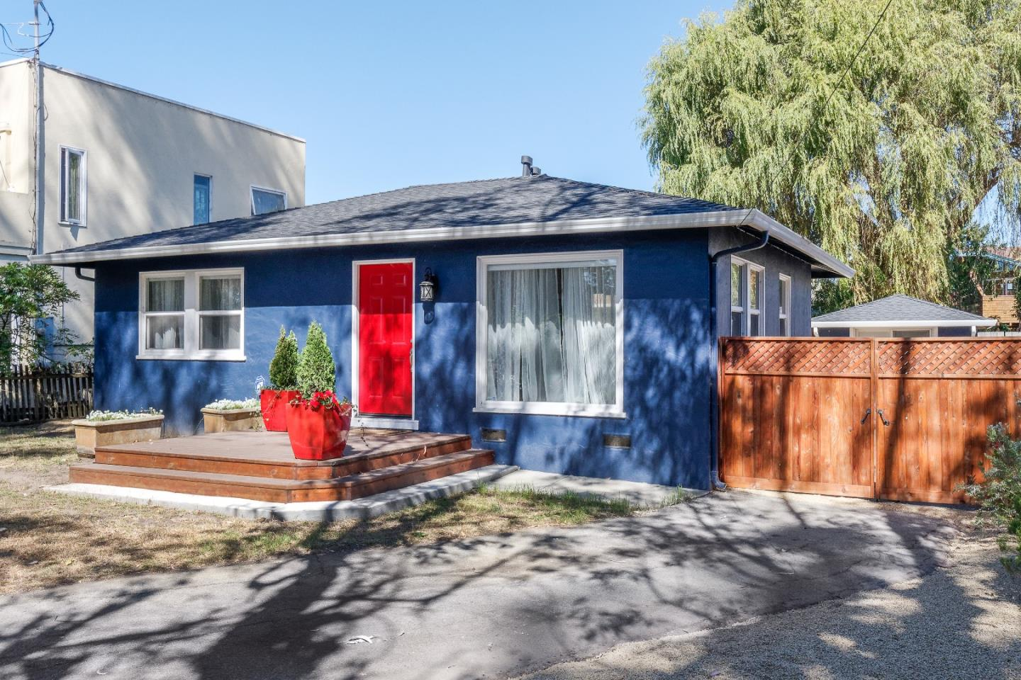 Come see this perfect beach bungalow.  Just a block from Steamer's Lane. A walk across the street to Lighthouse Field and all Santa Cruz has to offer.  Easy bike ride to downtown, Swift Street Courtyard, coffee shops, New Leaf Market and much more. Must see!