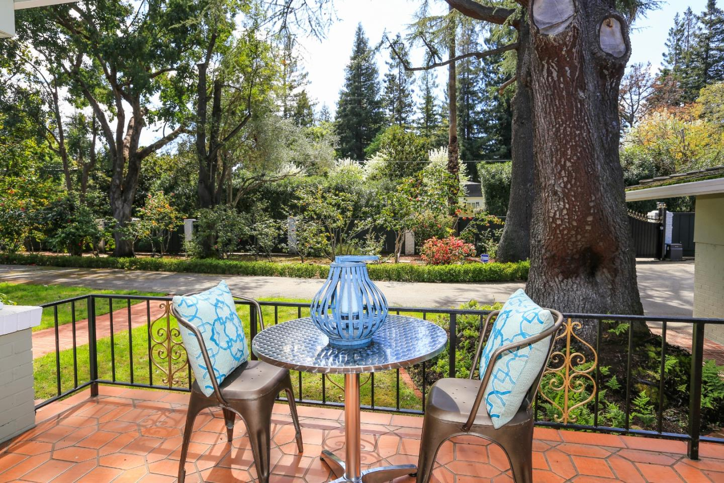 40 SELBY LN, ATHERTON, CA 94027