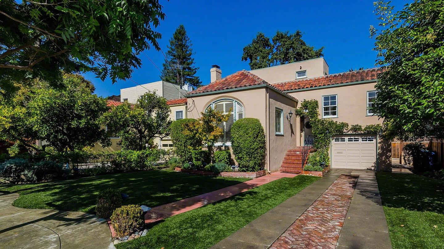 Detail Gallery Image 1 of 31 For 150 Somerset St, Redwood City, CA 94062 - 3 Beds | 2 Baths