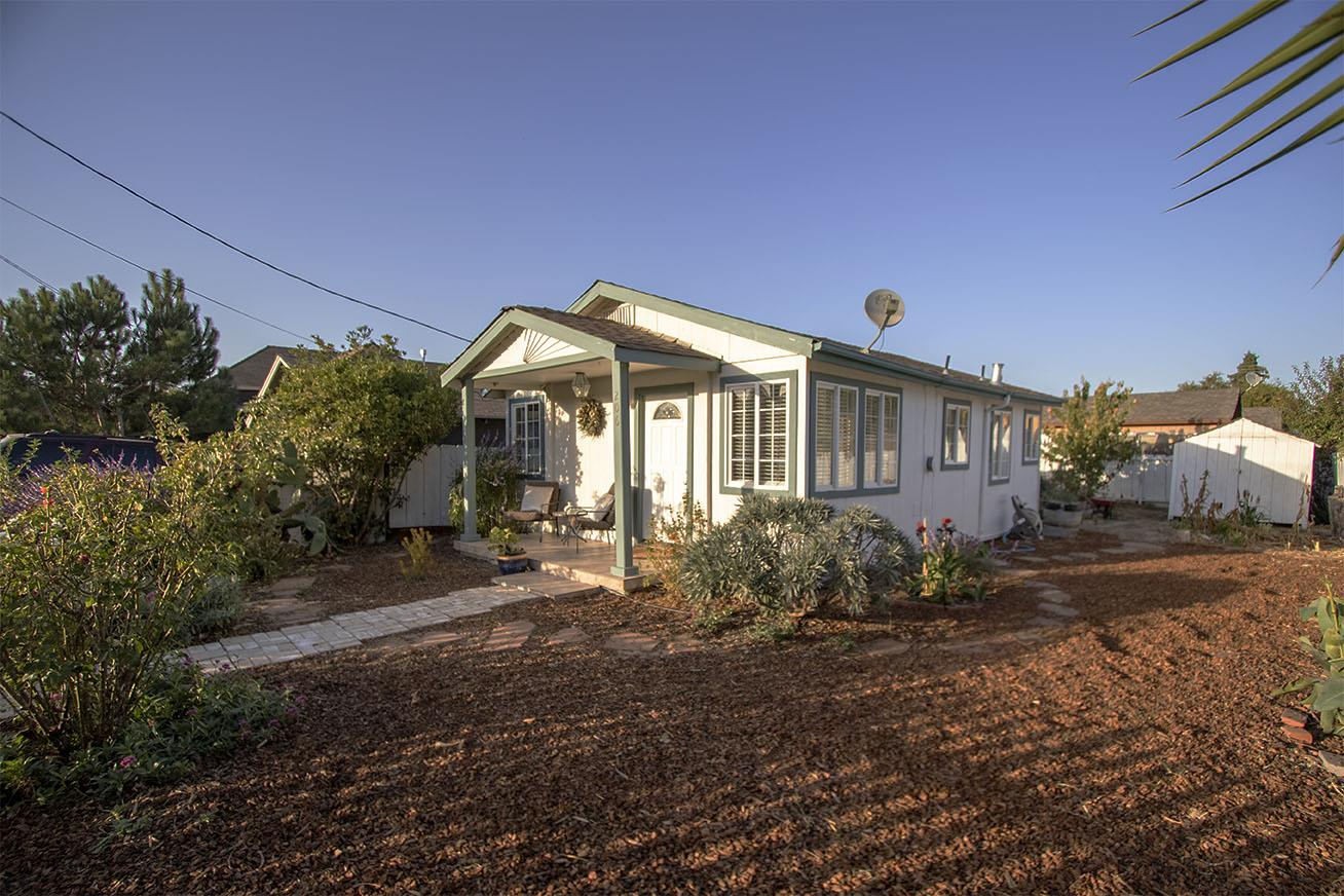 Detail Gallery Image 1 of 10 For 206 5th St, San Juan Bautista, CA 95045 - 2 Beds | 1 Baths