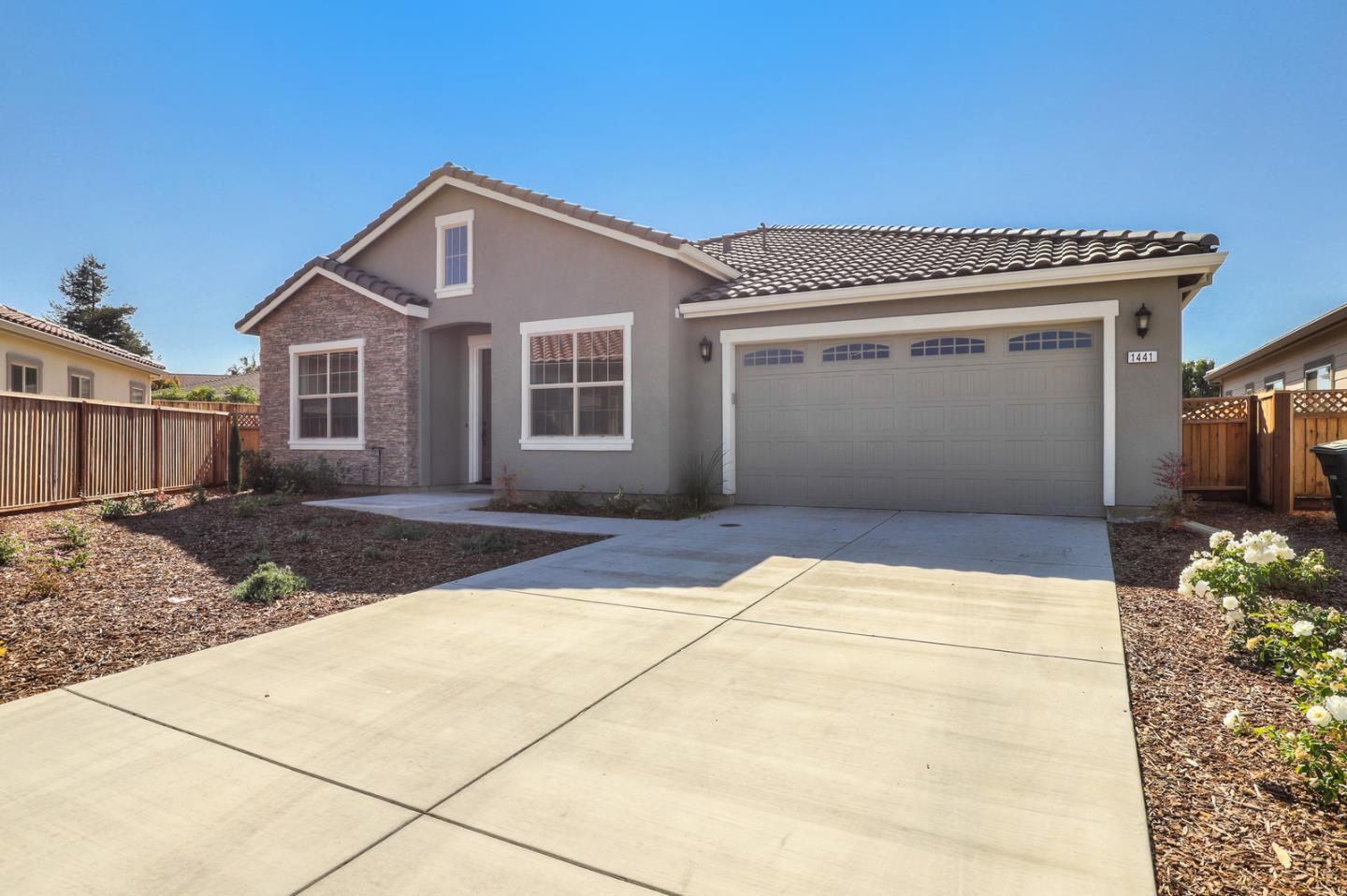 Detail Gallery Image 1 of 1 For 1441 Trinity Ct, Hollister,  CA 95023 - 5 Beds   3/1 Baths