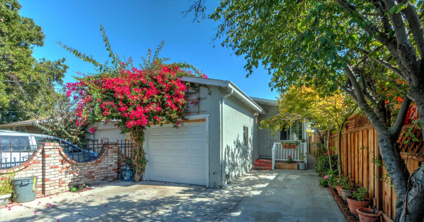 Detail Gallery Image 1 of 7 For 536 Stanford Ave, Redwood City, CA 94063 - 2 Beds | 1 Baths