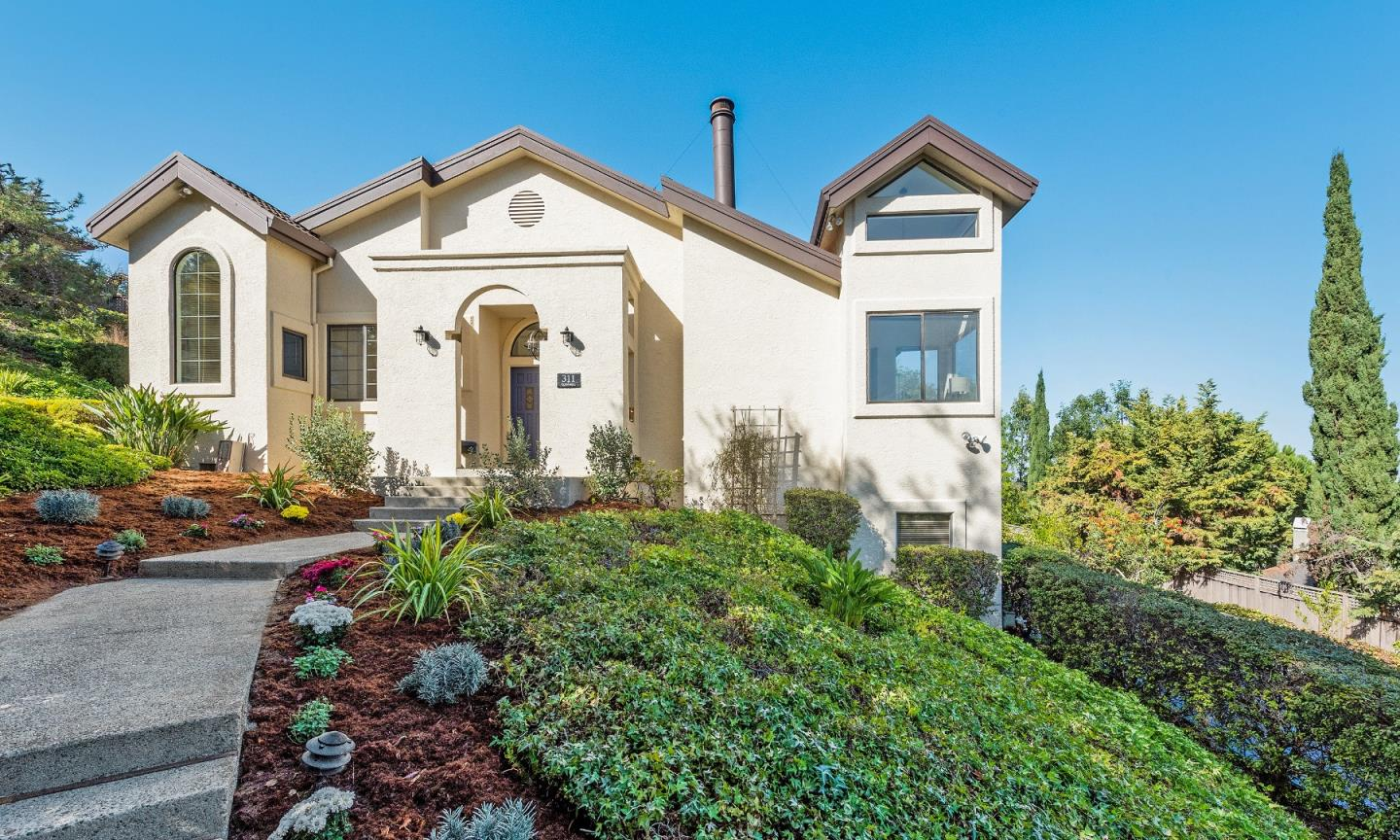 Detail Gallery Image 1 of 1 For 311 Quinnhill Ave, Los Altos, CA 94024 - 3 Beds | 2 Baths