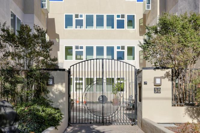 Detail Gallery Image 1 of 1 For 30 Lorton Ave #204, Burlingame, CA 94010 - 2 Beds | 2 Baths