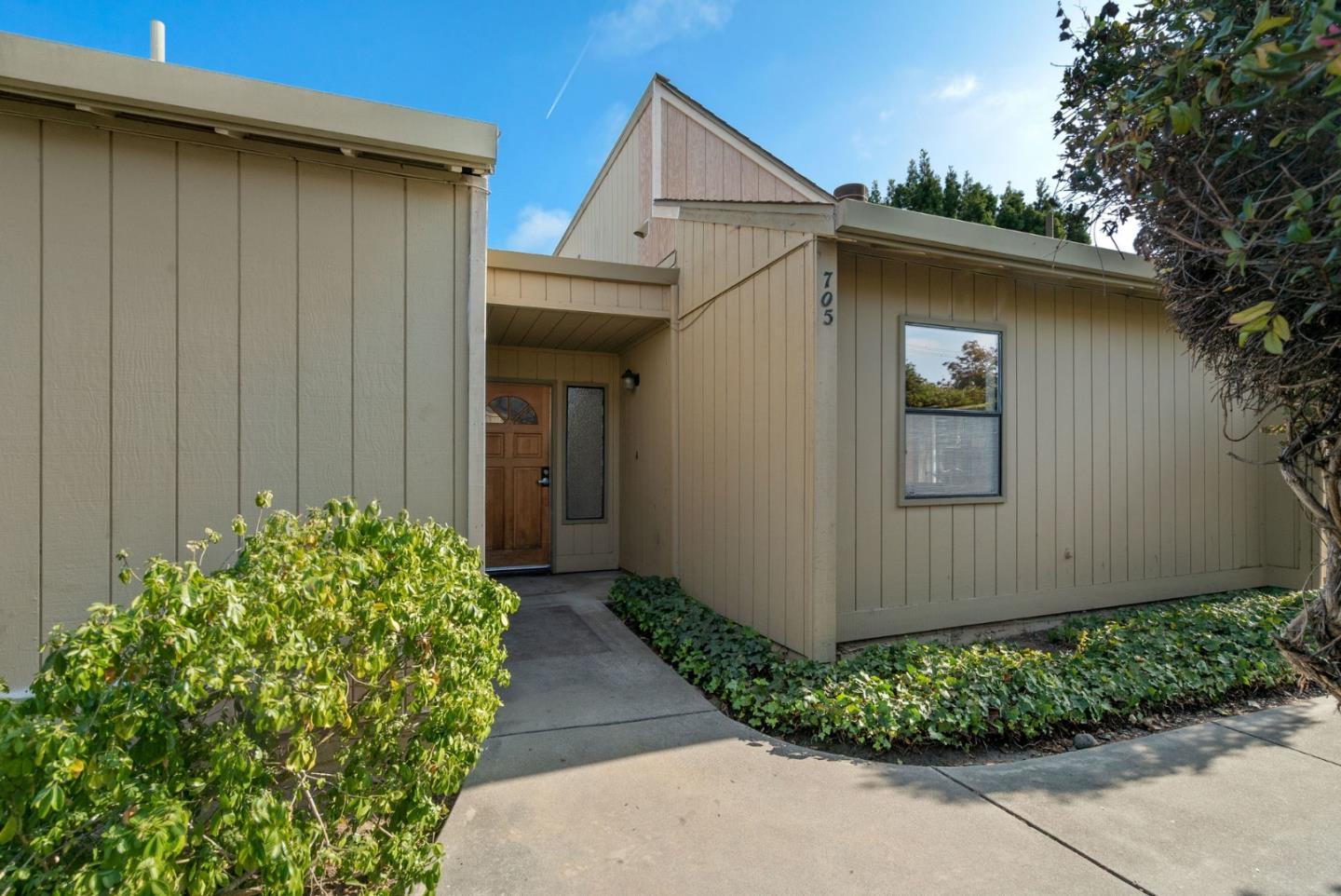 Detail Gallery Image 1 of 24 For 705 Freeman Ct, Santa Cruz, CA 95062 - 2 Beds | 2 Baths