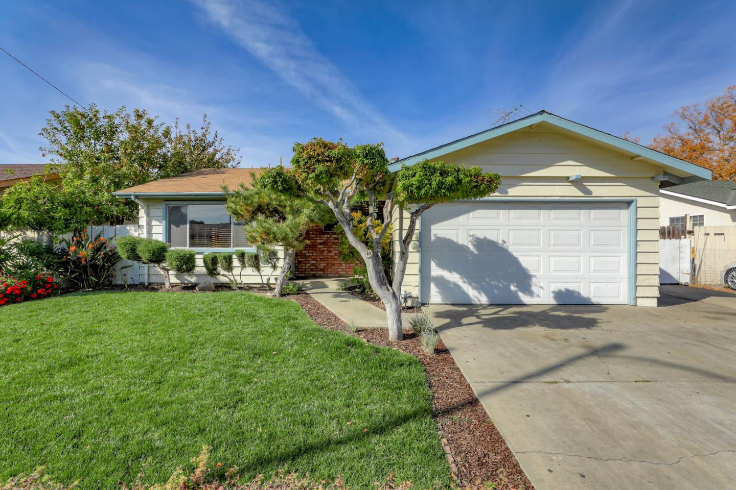 Detail Gallery Image 1 of 1 For 2465 Poplar Dr, San Jose, CA 95122 - 3 Beds   2 Baths