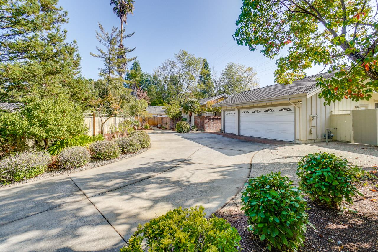 Detail Gallery Image 1 of 1 For 22630 Oakcrest Ct, Cupertino, CA 95014 - 4 Beds | 2/1 Baths