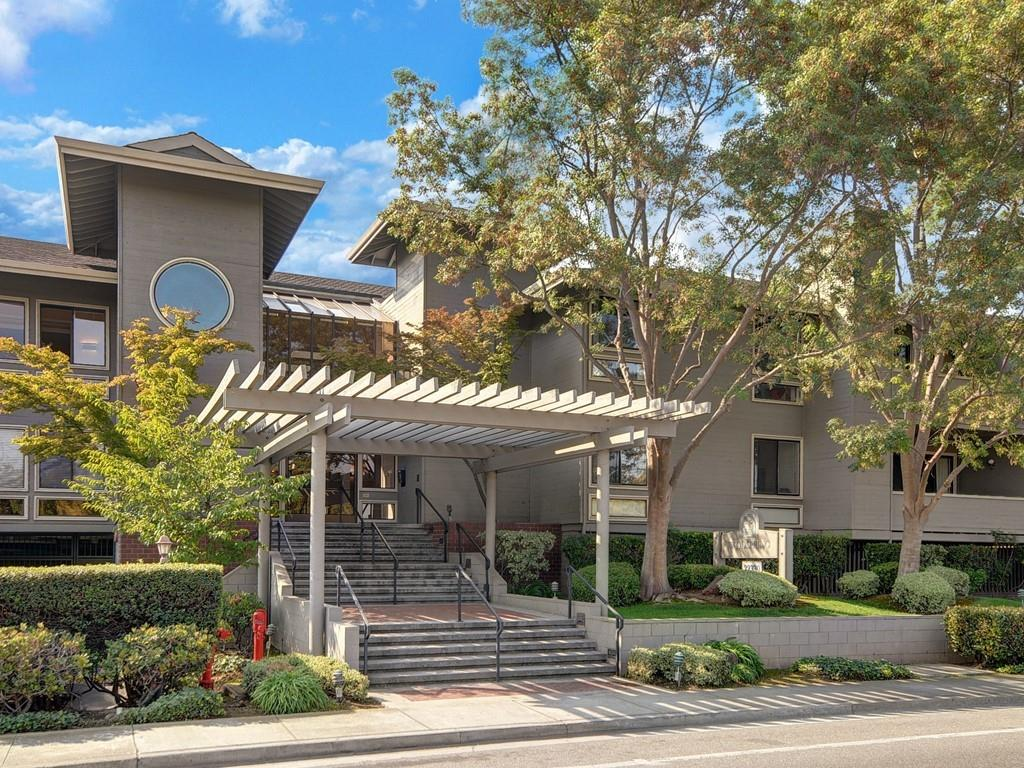 Detail Gallery Image 1 of 20 For 22330 Homestead Rd #117, Cupertino, CA 95014 - 2 Beds | 2 Baths
