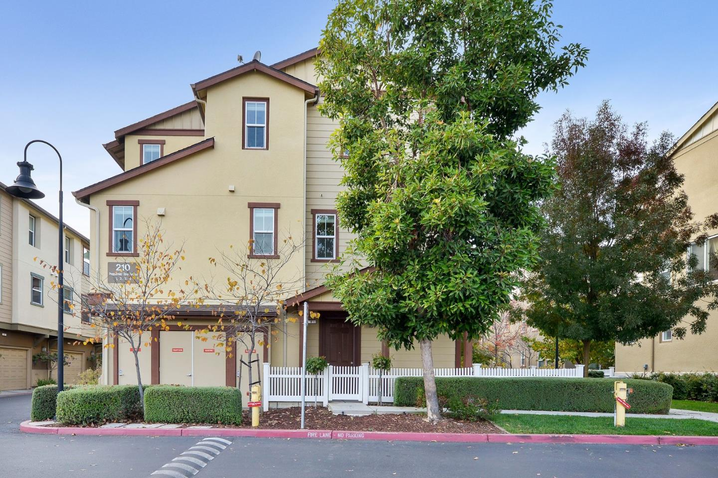 Detail Gallery Image 1 of 1 For 210 Peppermint Tree Ter #4,  Sunnyvale,  CA 94086 - 3 Beds | 2/2 Baths