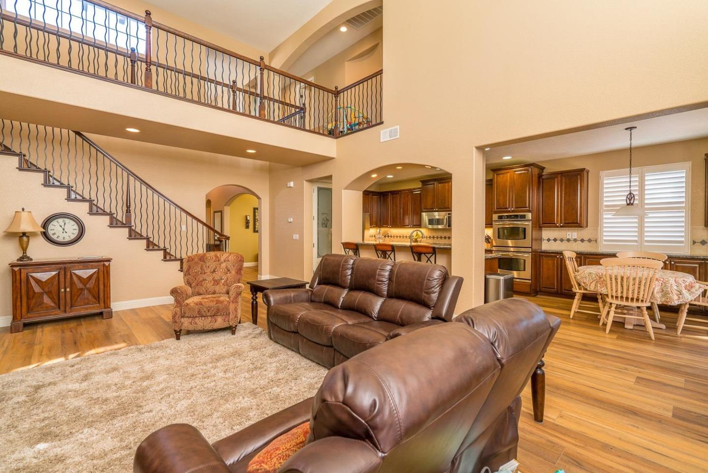 Detail Gallery Image 1 of 19 For 586 Tornga Dr, Ripon, CA 95366 - 6 Beds | 4/1 Baths