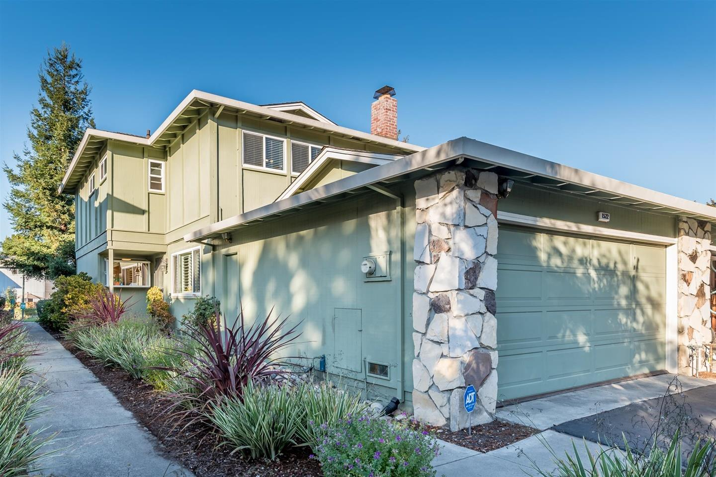 Detail Gallery Image 1 of 1 For 1522 Canna Ct, Mountain View, CA 94043 - 3 Beds | 2/1 Baths