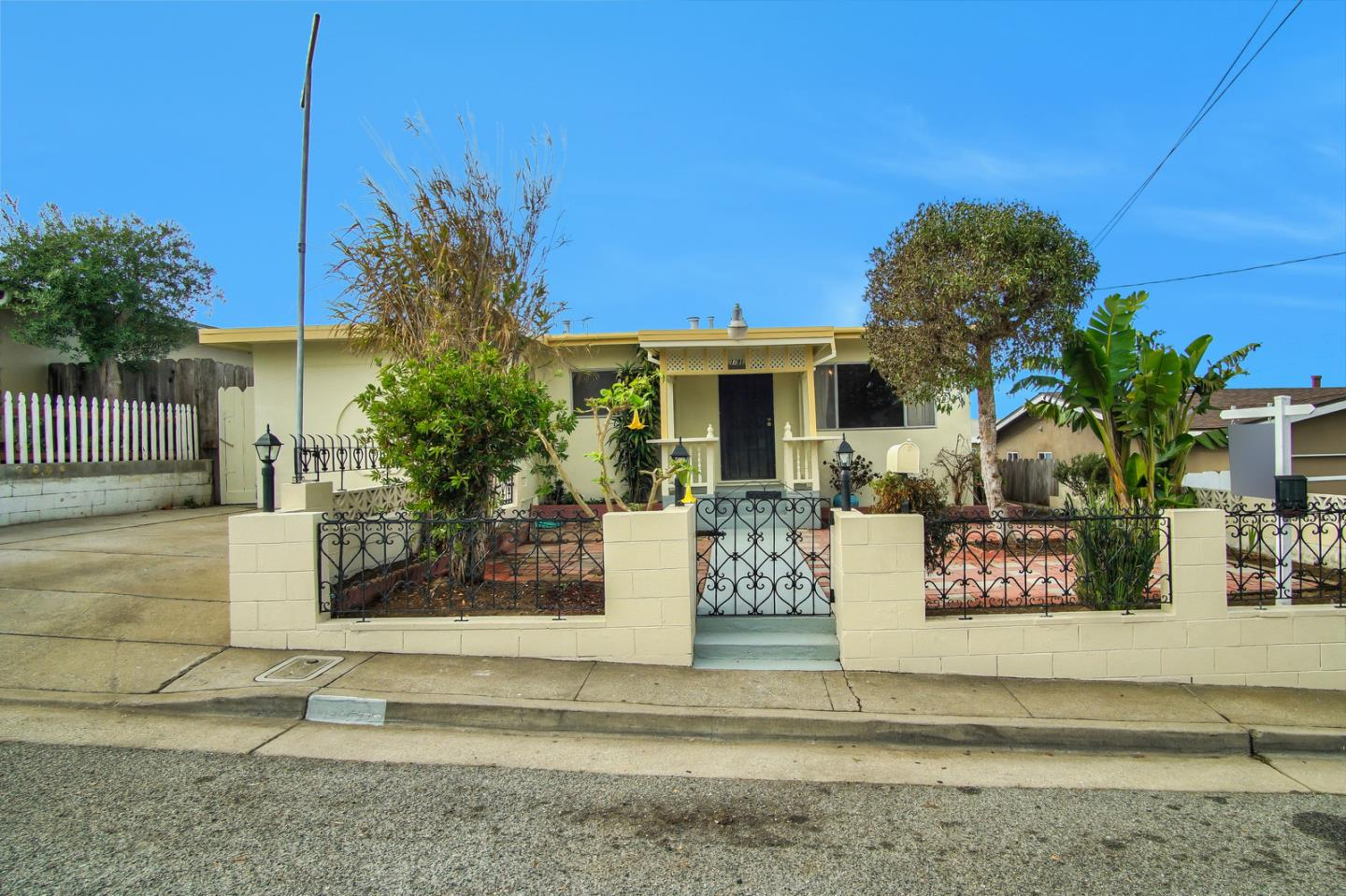 Photo of 1781 Fernando ST, SEASIDE, CA 93955