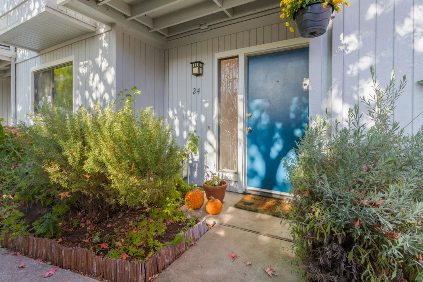 Detail Gallery Image 1 of 1 For 1200 Capitola Rd #24, Santa Cruz, CA 95062 - 3 Beds | 2 Baths