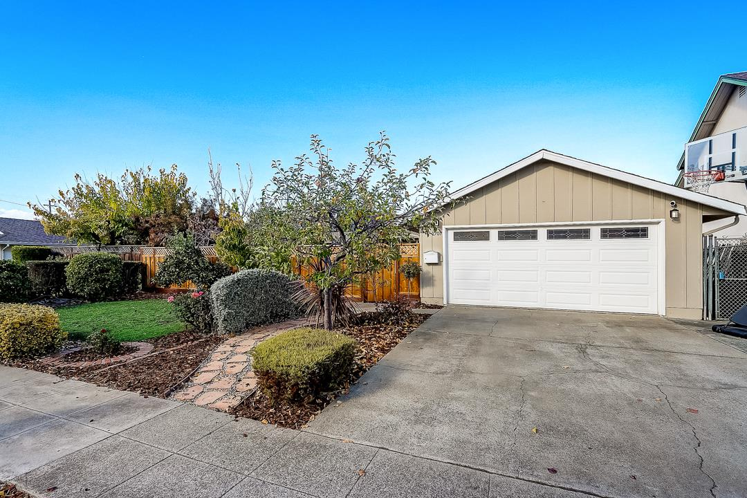 Detail Gallery Image 1 of 1 For 1707 Almond Blossom Ln, San Jose,  CA 95124 - 4 Beds | 2 Baths