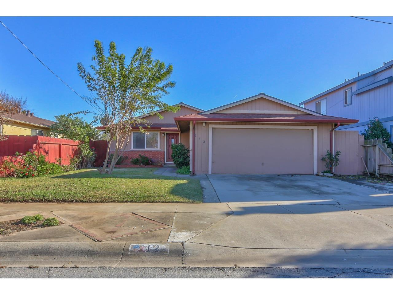 Detail Gallery Image 1 of 1 For 212 8th St, Gonzales,  CA 93926 - 4 Beds | 2 Baths