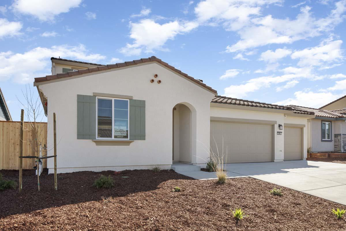 Detail Gallery Image 1 of 13 For 3081 Palomino Way, Hollister, CA 95023 - 4 Beds | 2/1 Baths