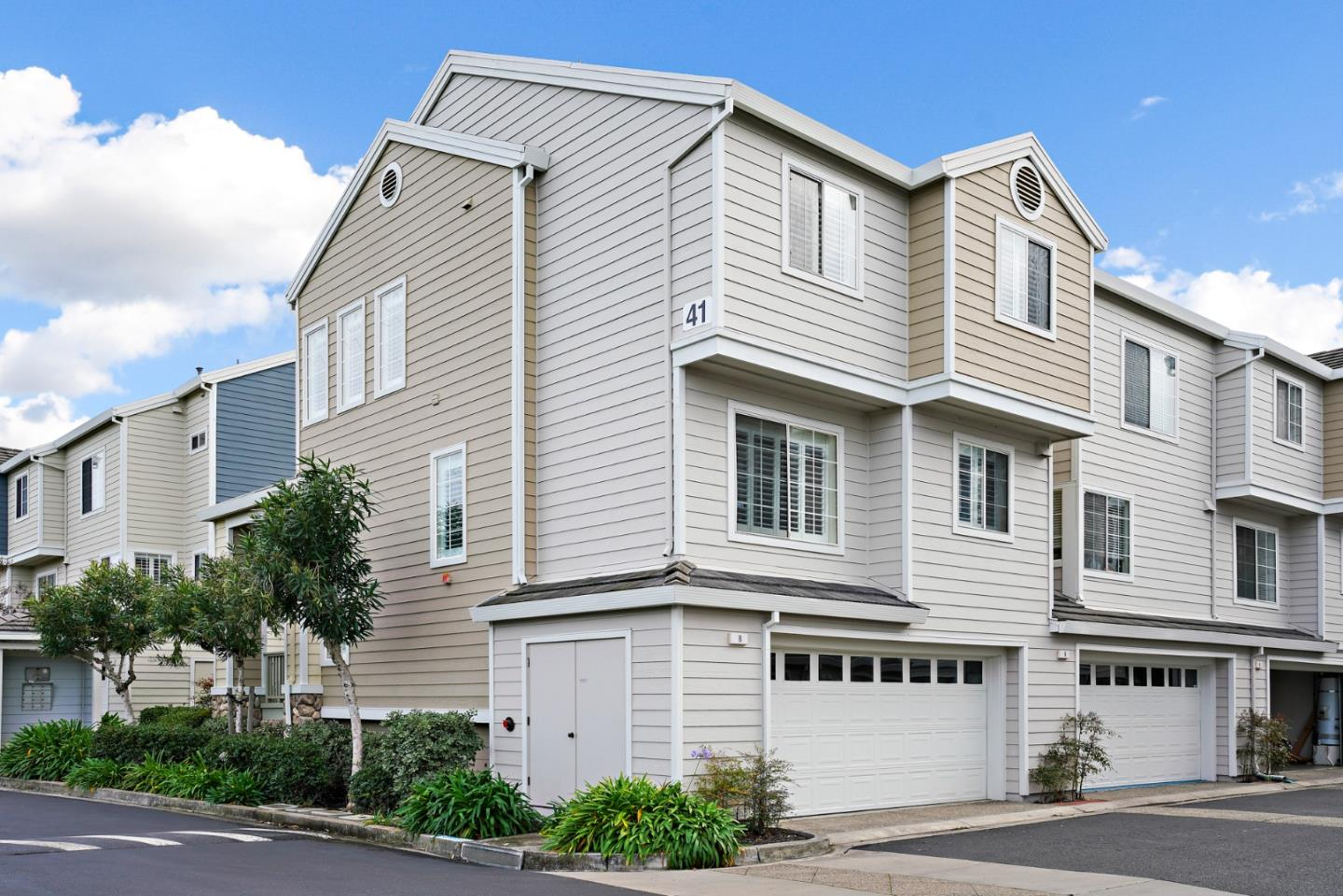 Detail Gallery Image 1 of 1 For 8 Chart Ln, Redwood Shores,  CA 94065 - 3 Beds   2/1 Baths