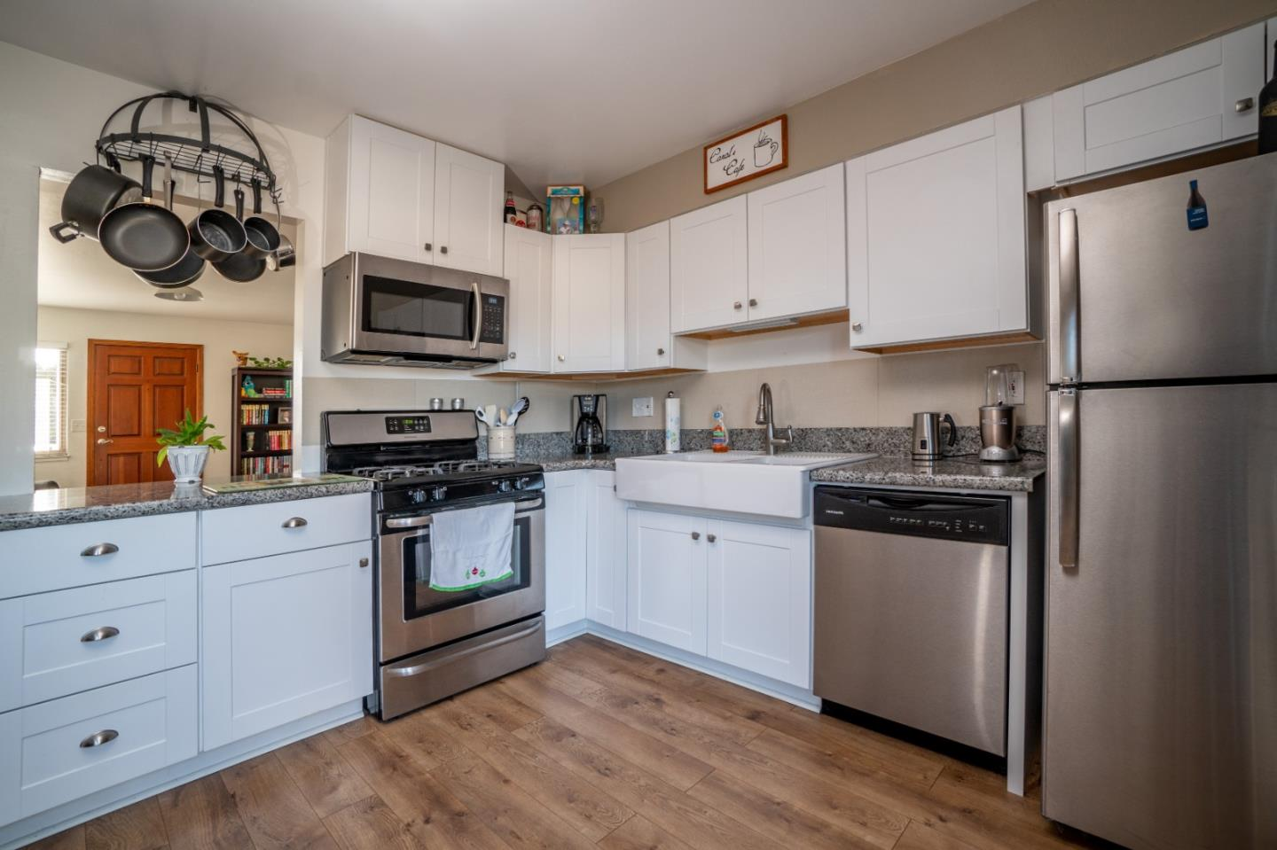 Detail Gallery Image 1 of 1 For 267 Harris Ct, Marina,  CA 93933 - 3 Beds | 1/1 Baths