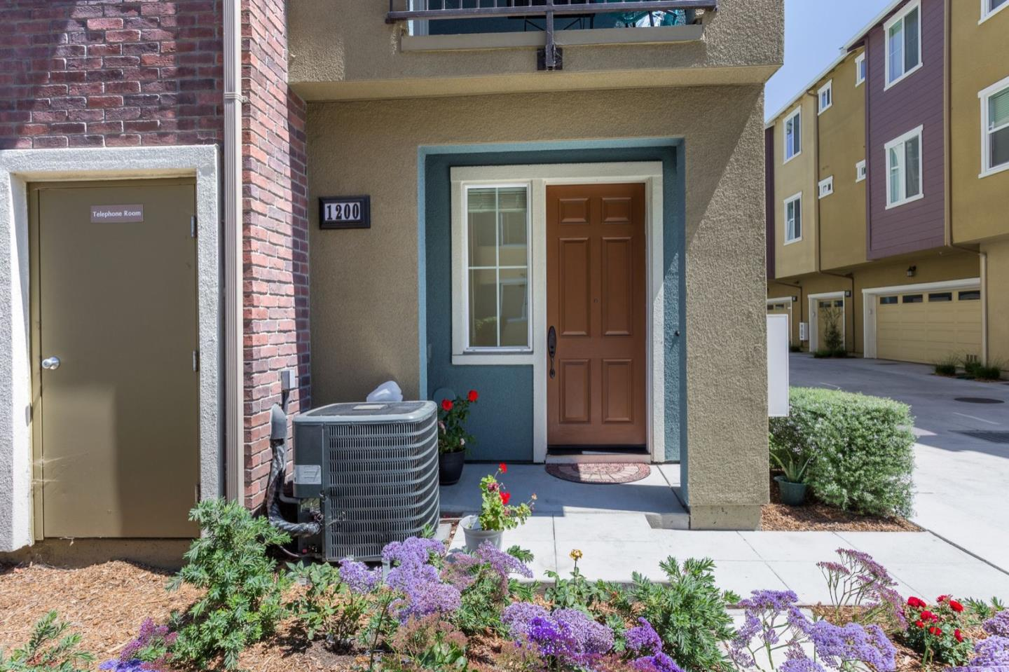 Detail Gallery Image 1 of 1 For 1200 Creekside Way, Milpitas,  CA 95035 - 3 Beds | 2/1 Baths