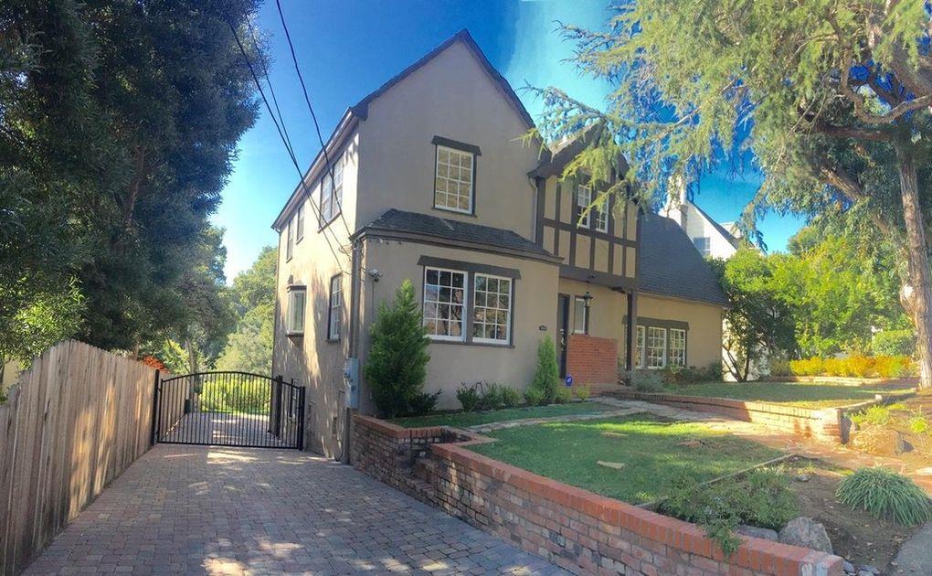 Detail Gallery Image 1 of 1 For 2819 Hillside Dr, Burlingame, CA 94010 - 3 Beds | 3 Baths