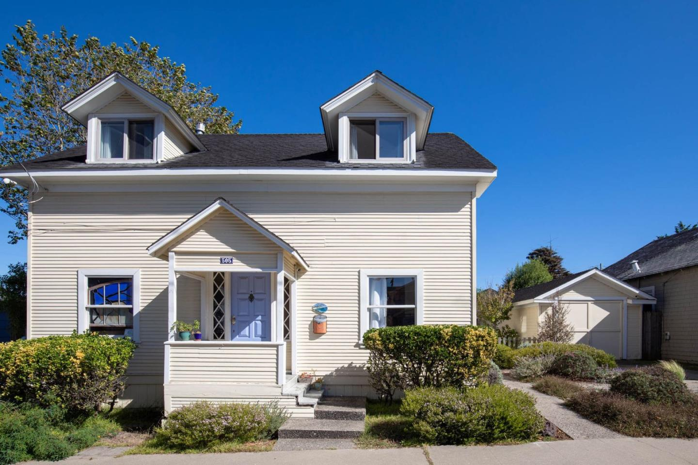 Detail Gallery Image 1 of 20 For 505 Monterey Ave, Pacific Grove, CA 93950 - 5 Beds | 2 Baths