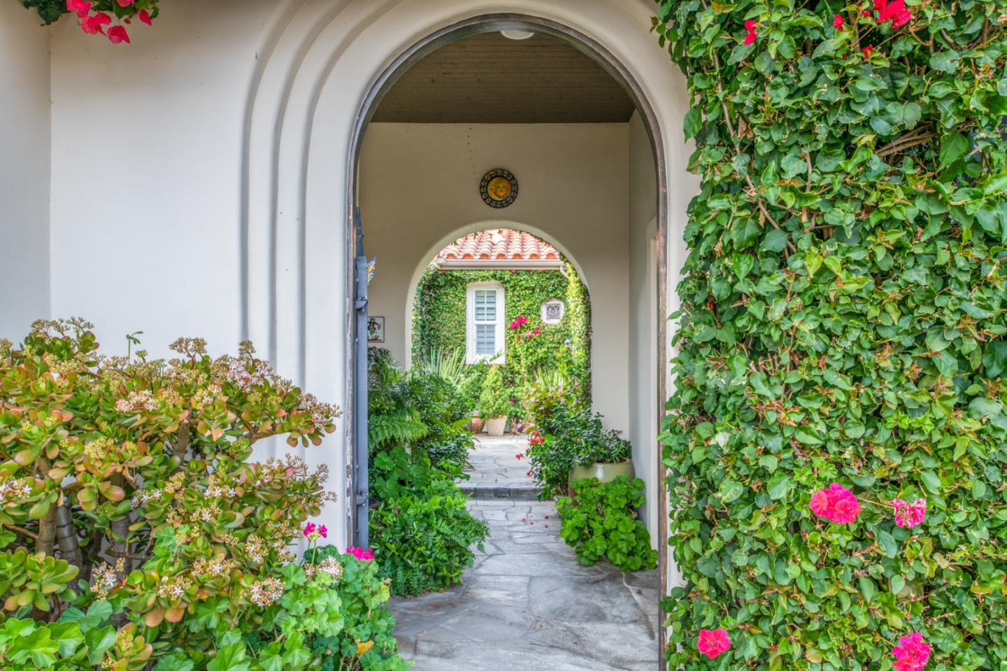 Detail Gallery Image 1 of 1 For 420 Las Laderas Dr, Monterey, CA 93940 - 3 Beds | 3/1 Baths