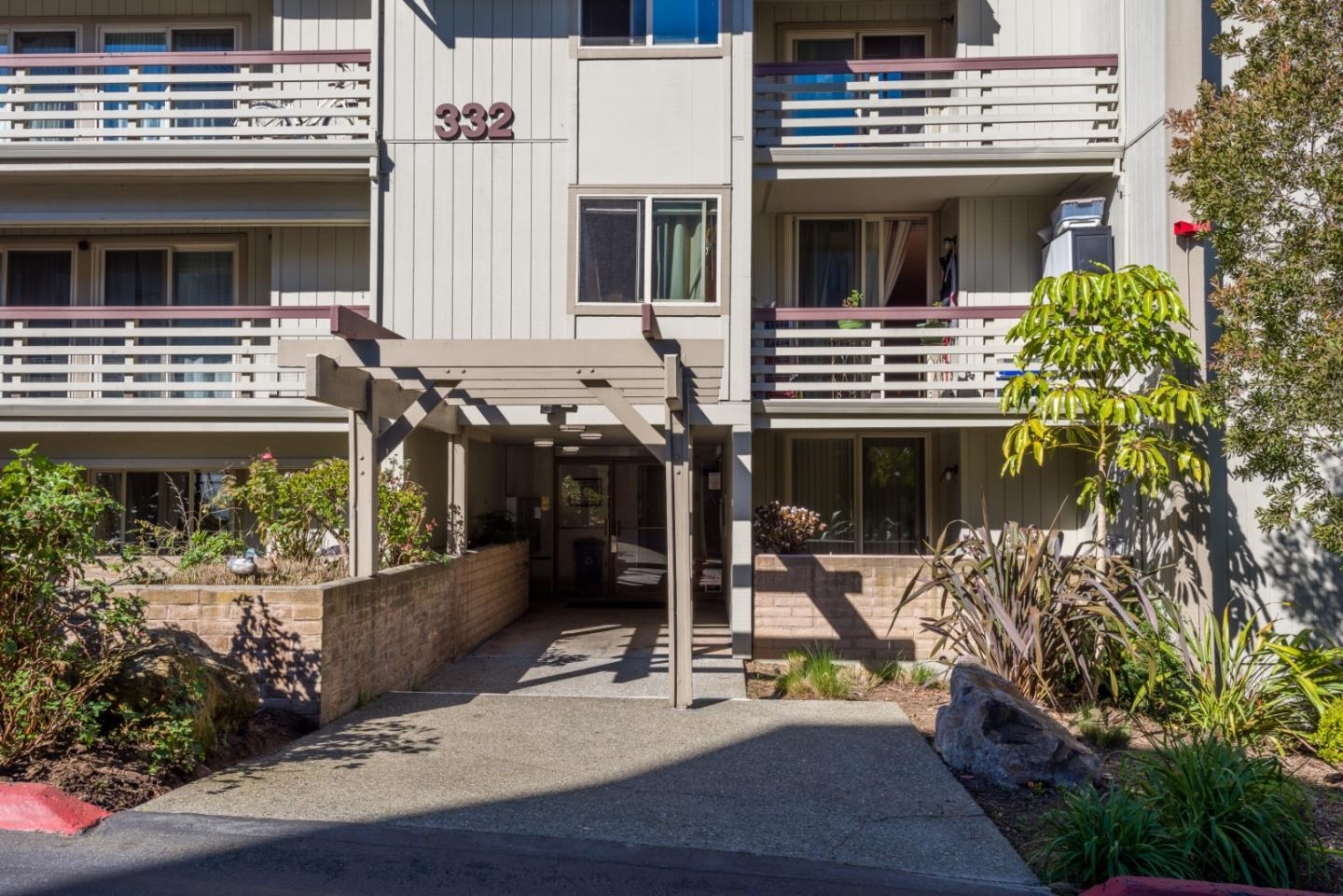 Detail Gallery Image 1 of 1 For 332 Philip Dr #106,  Daly City,  CA 94015 - 3 Beds | 2 Baths