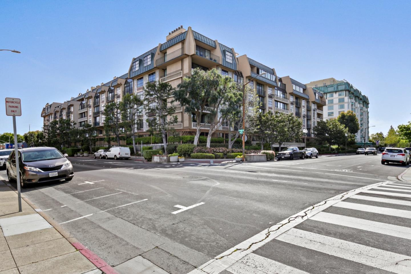 Detail Gallery Image 1 of 39 For 555 Laurel Ave #401,  San Mateo,  CA 94401 - 2 Beds | 2/1 Baths