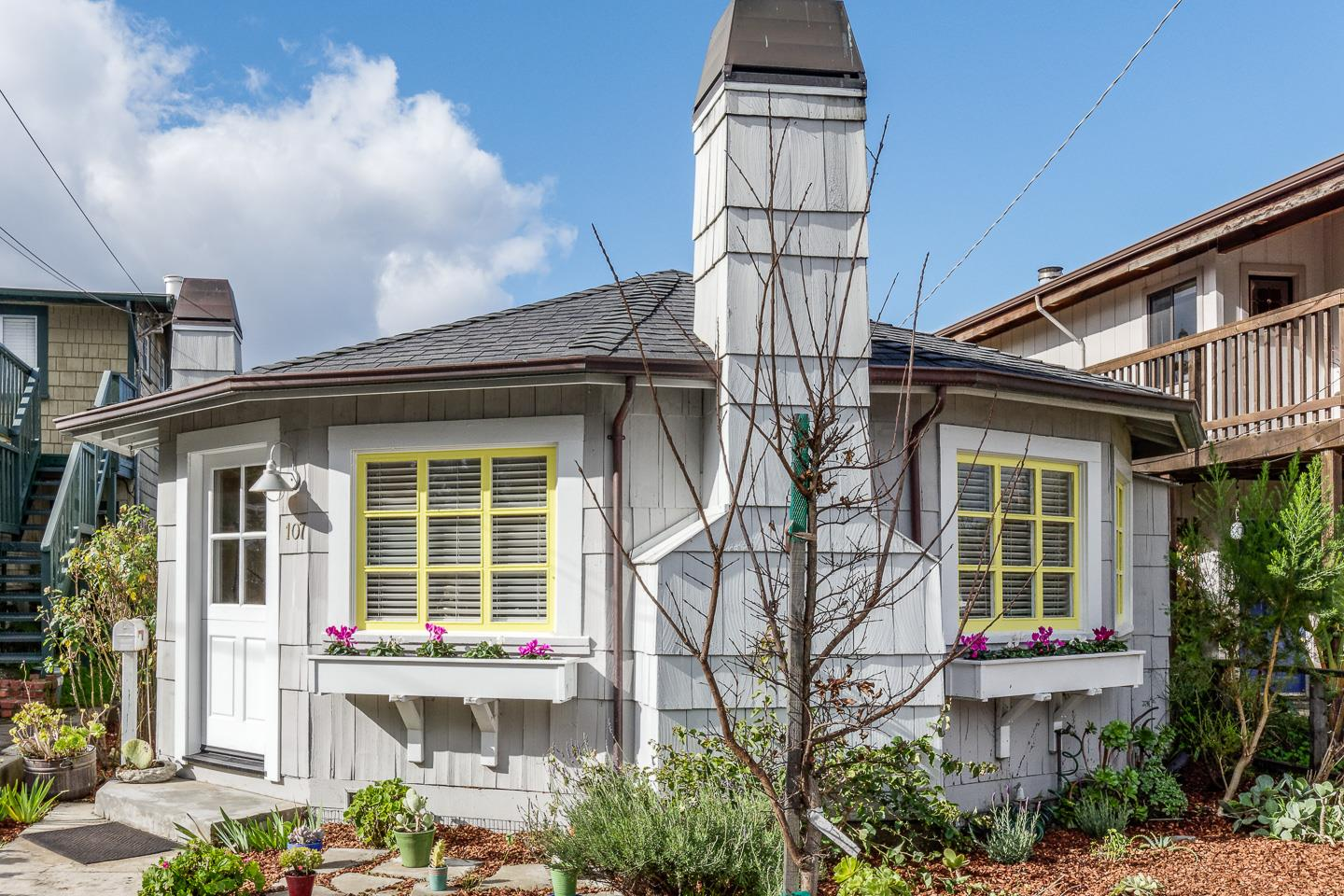 Detail Gallery Image 1 of 1 For 107 Cayuga St, Santa Cruz,  CA 95062 - 1 Beds | 1 Baths