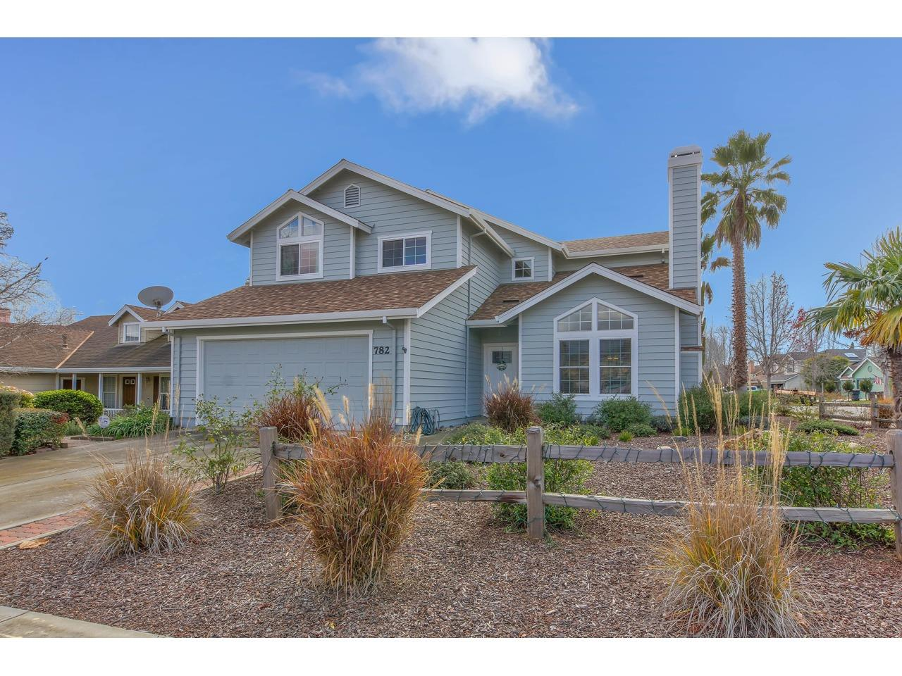 Detail Gallery Image 1 of 1 For 782 Danbury St, Salinas,  CA 93906 - 4 Beds | 2/1 Baths