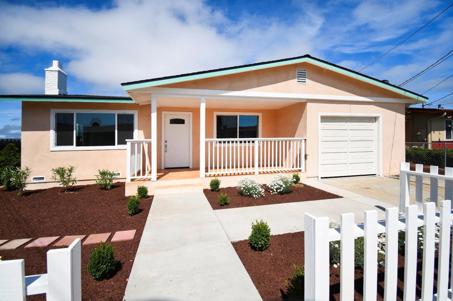 Detail Gallery Image 1 of 21 For 1473 Soto St, Seaside, CA 93955 - 3 Beds | 2 Baths